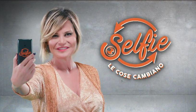 Selfie Le Cose Cambiano trasloca dal lunedì al venerdì. Ecco il perché.