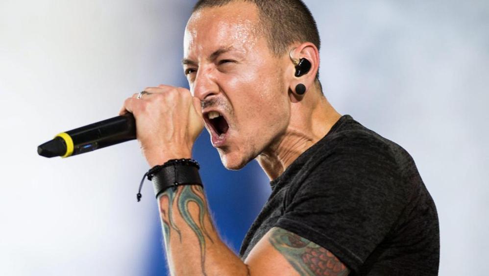 Morto Chester Bennington: il cantante dei Linkin Park si è suicidato