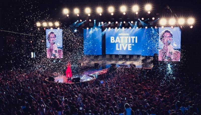 Elisabetta Gregoraci conduce Battiti Live: la scaletta di stasera
