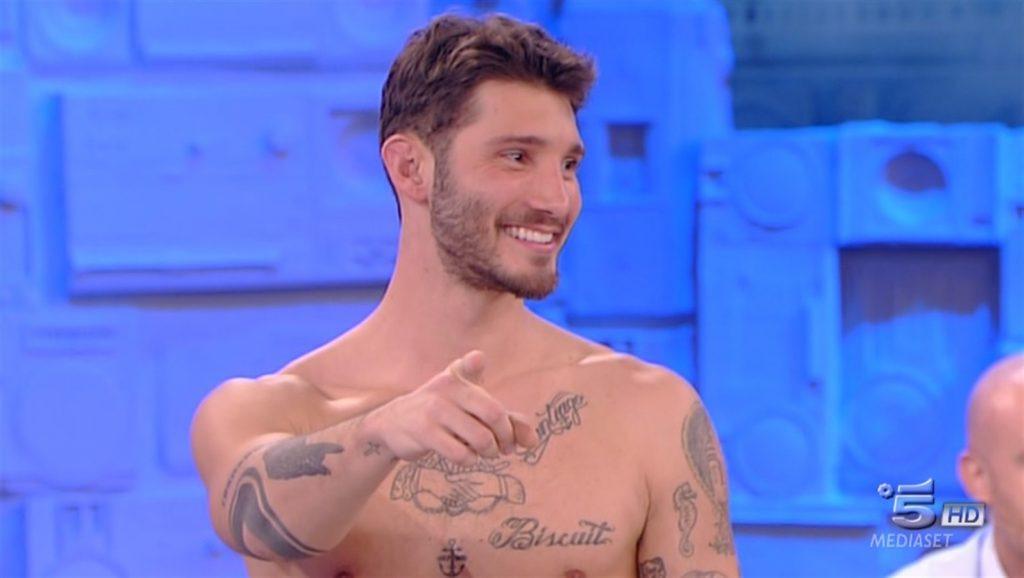 Amici 17, Stefano De Martino saluta il talent danzando