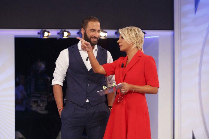 Gonzalo Higuain attaccante Juventus ospite di c'è posta per te