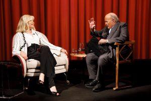 Amanda Lear si racconta nel nuovo appuntamento con l'Intervista di Maurzio Costanzo