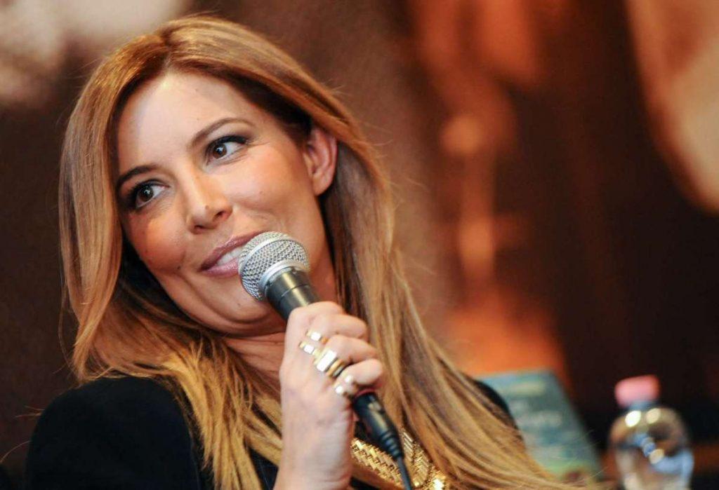 Selvaggia Lucarelli su Facebook |  dure parole contro Favoloso |  Barbara d'Urso e il GF 15