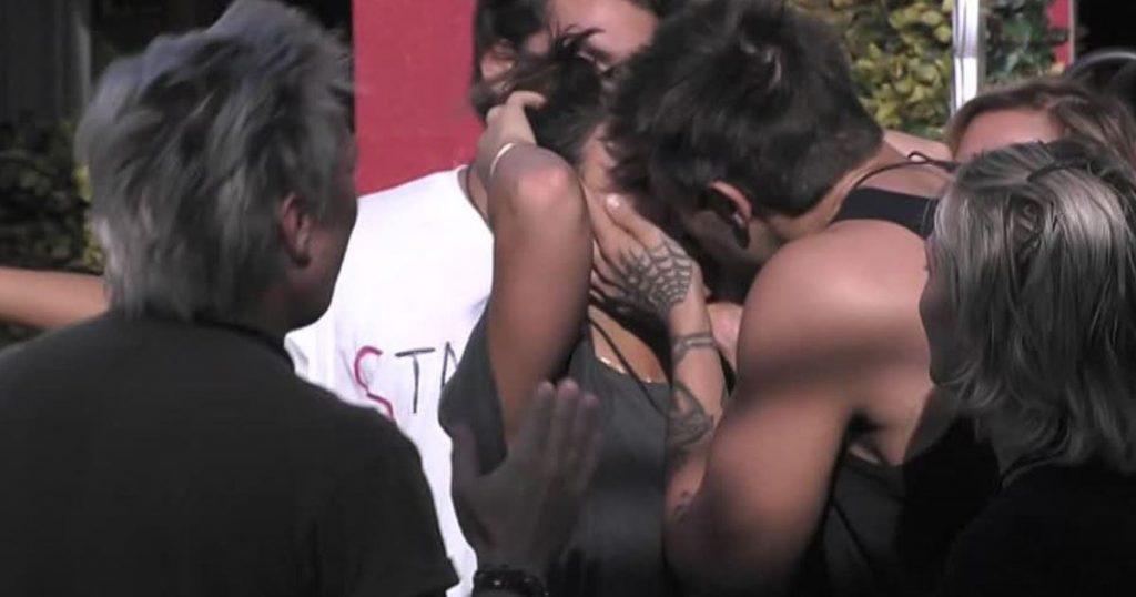 Grande Fratello Vip news, bellissime sorprese per alcuni concorrenti | Video