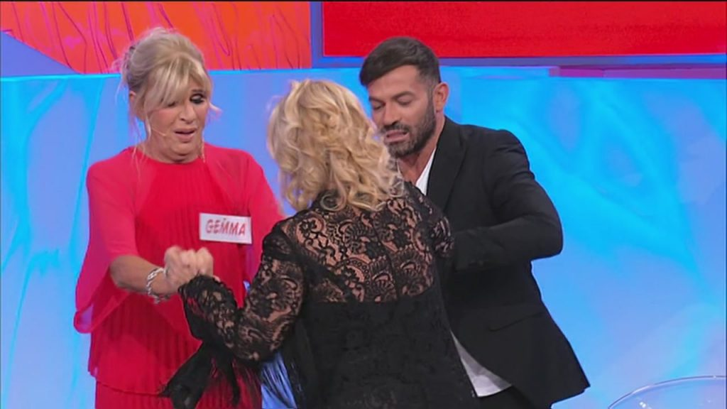 Uomini e Donne, trono over: Gemma smaschera Rocco e litiga con Tina | Video