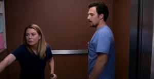 Anticipazioni Grey's Anatomy 15x09: DeLuca e Meredith chiusi in ascensore