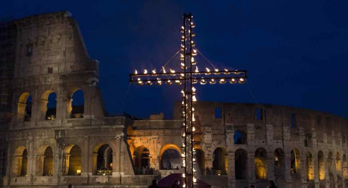Via Crucis Papa Francesco Colosseo 2019