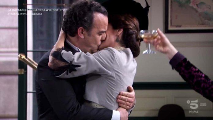 Il bacio tra Silvia e il Colonnello Valverde in Una Vita