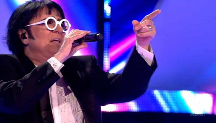 Renato Zero si esibisce nella finale di All together now