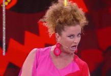 Valentina Persia racconta una barzelletta in napoletano nella puntata de La sai l'ultima? di venerdì 12 luglio 2019