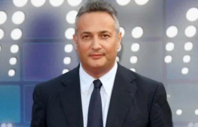 Il giornalista Claudio Brachino non è più il direttore di VideoNews. la testata giornalistica che cura tanti programmi Mediaset