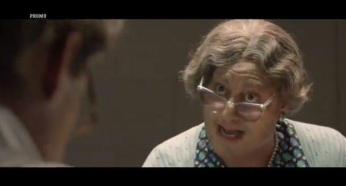 Enrico Papi vestito da vecchietta nel nuovo promo di Guessy my age 2019/2020