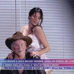 Aida Yespica Spogliarello a Live non è la d'urso