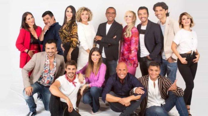 I concorrenti di Tale e Quale Show 2019 immortalati in foto insieme a Carlo Conti
