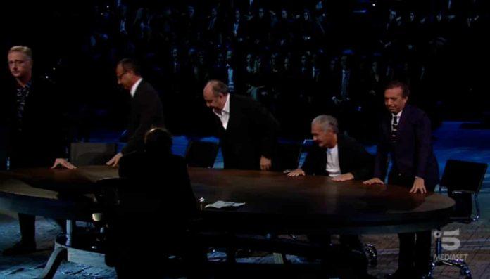 Adriano Celentano critica i conduttori tv nella prima puntata di Adrian