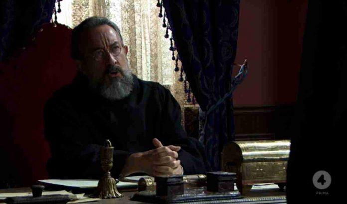 L'attore Jose Luis Martinez è il priore Espineira in Una Vita