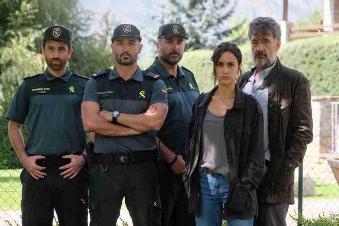 Nella foto: il cast della serie La Caccia. Monteperdido