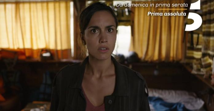 L'attrice Megan Montaner è Sara Campos nella serie tv La caccia. Monteperdido