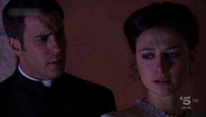 Gli attori Dani Tatay e Alba Gutierrèz sono rispettivamente Padre Telmo e Lucia nella soap opera Una Vita