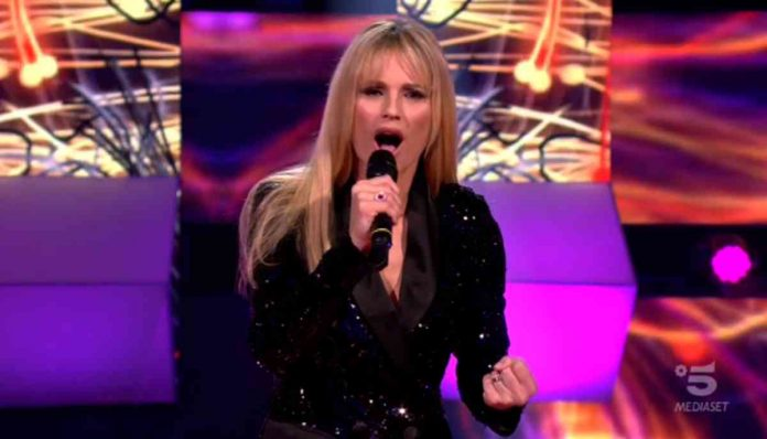 Michelle Hunziker canta ad All together now 2