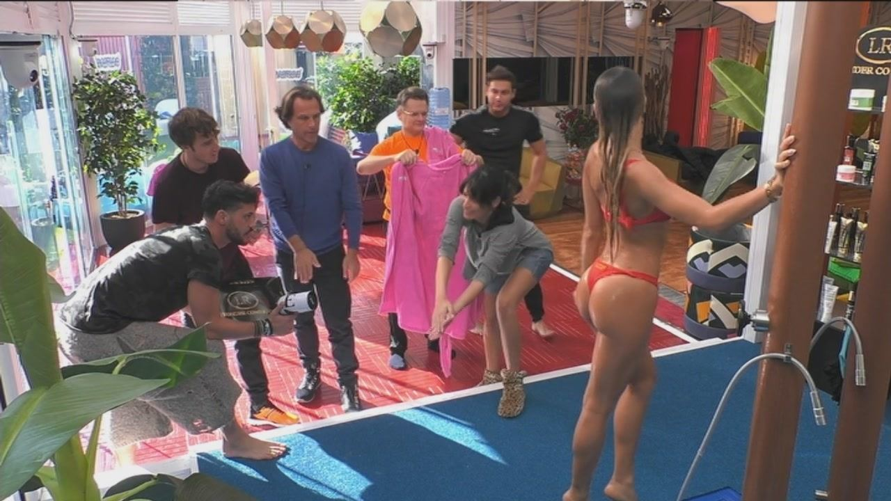 Elisa De Panicis Doccia Lato B Hot Film Del Gf Vip Video