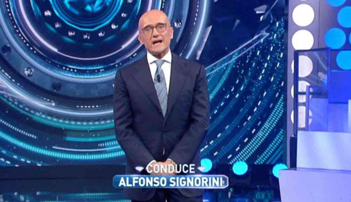 Alfonso Signorini fa un discorso al Grande Fratello Vip 4