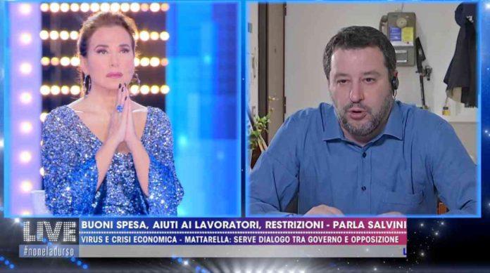 Barbara D'Urso recita L'Eterno riposo durante l'intervista a Matteo Salvini