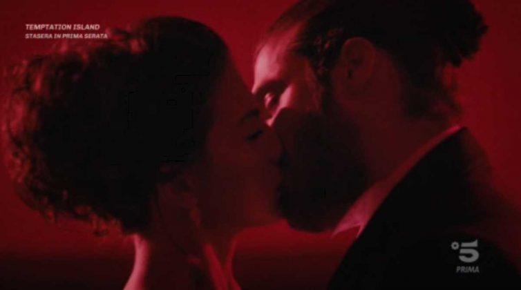 Il secondo bacio appassionato tra Can e Sanem