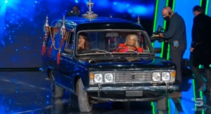 Tu si que vales Maria guida carro funebre