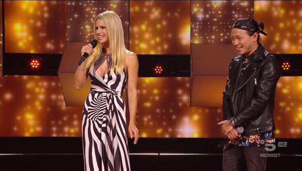 All Together Now, Eki ottiene il primo 100 dal muro cantando i Modà | Video Mediaset