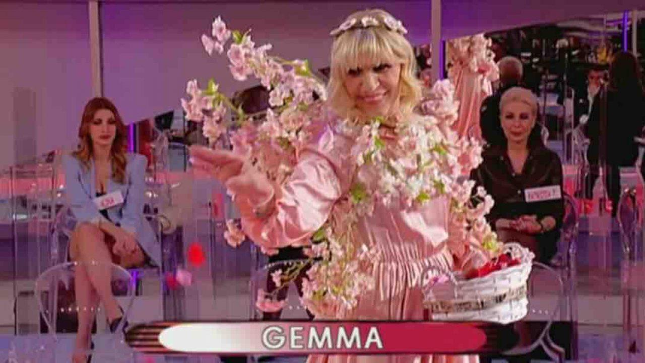 """Uomini e Donne, Gemma sfilata """"la primavera del cuore""""   Video Witty Tv"""