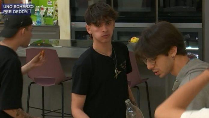 Amici 20, Deddy diventa vittima di uno scherzo la reazione del finalista